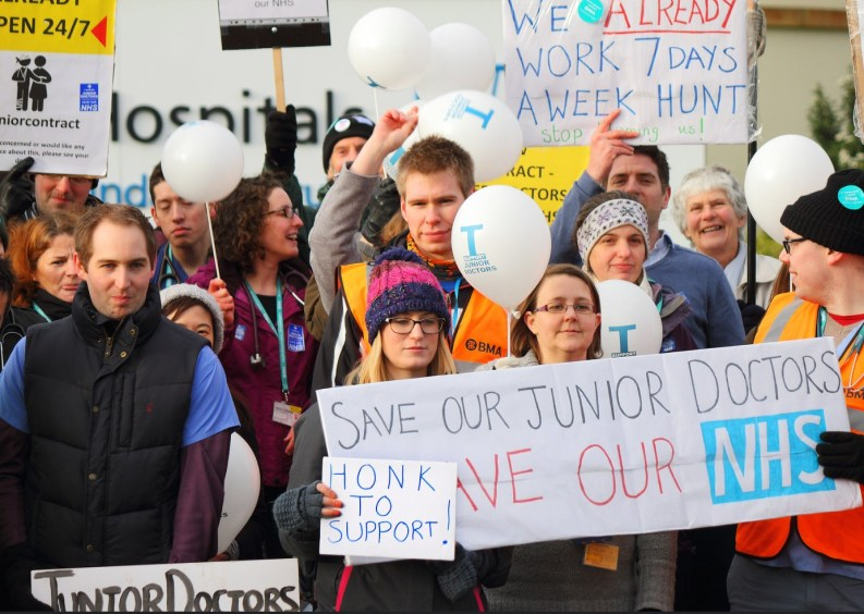 The 2016 Junior Doctors Strike. © Roger Blackwell, Flickr Creative Commons