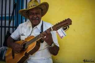 musicien cubain dans les rues de la havane