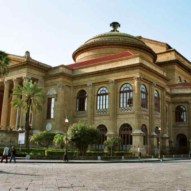 place principale de la ville en sicile