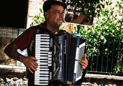 joueur d accordéon devant syracuse