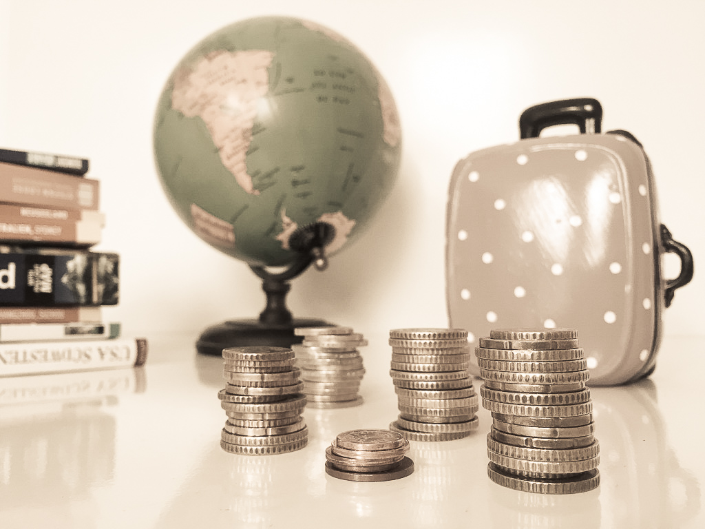 Study abroad: Plan and monitor your budget with my calculation templates!