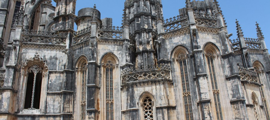 Plan a beautiful a day trip to Batalha, Portugal.