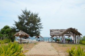 Trinco hotel walk to the beach...