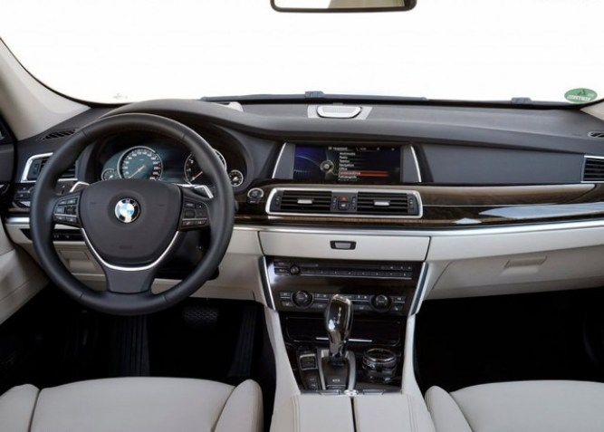2015-BMW-5-series-GT-Interior