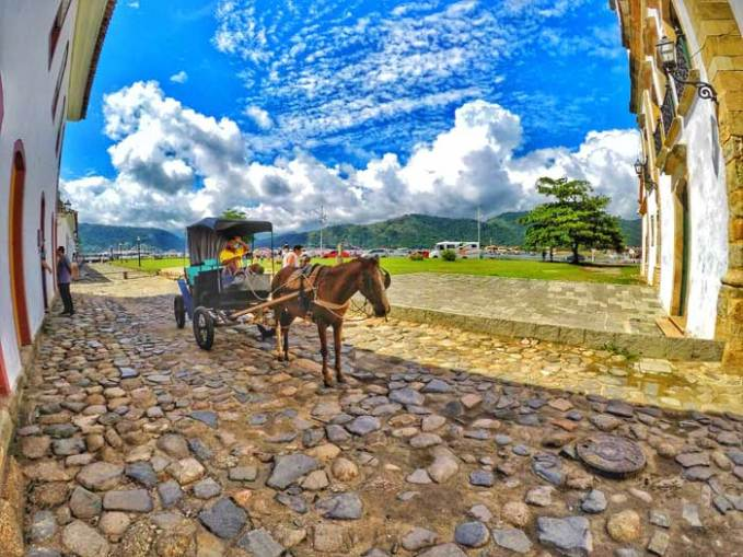 paraty-horse-carriage