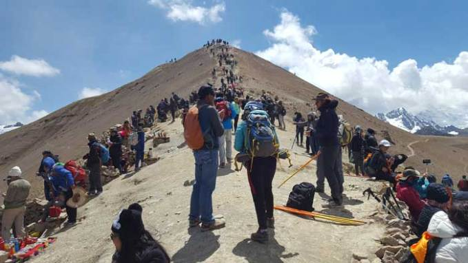crowd-at-vinicunca