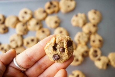 CookieCrispBakingSheetHold