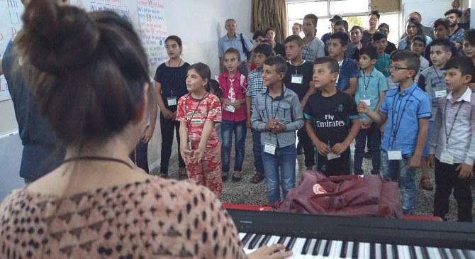 Grace Lee uses music to connect with young refugees