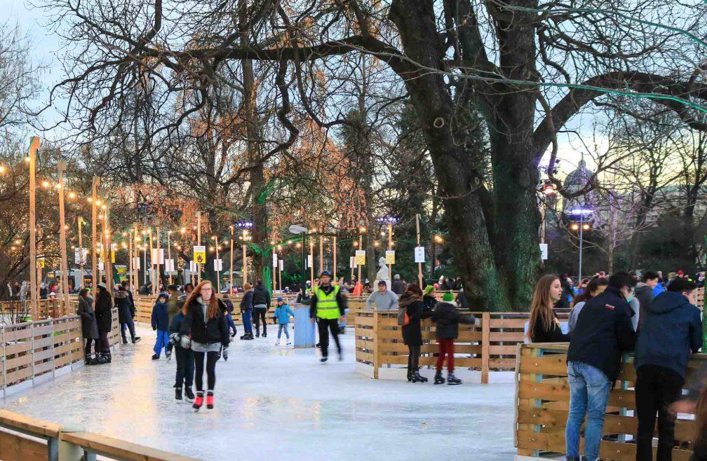 Rathaus ice skating
