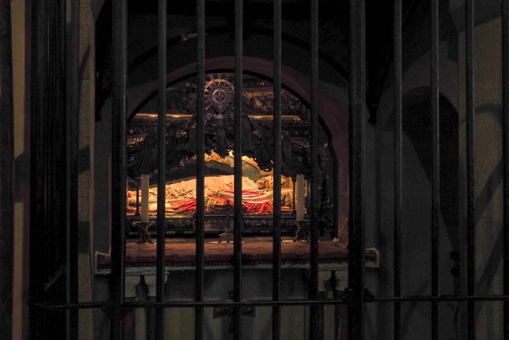 Базилика Сант-Амброджо Милан за один день Как посетить Милан за один день? milan basilica sant ambrogio crypt