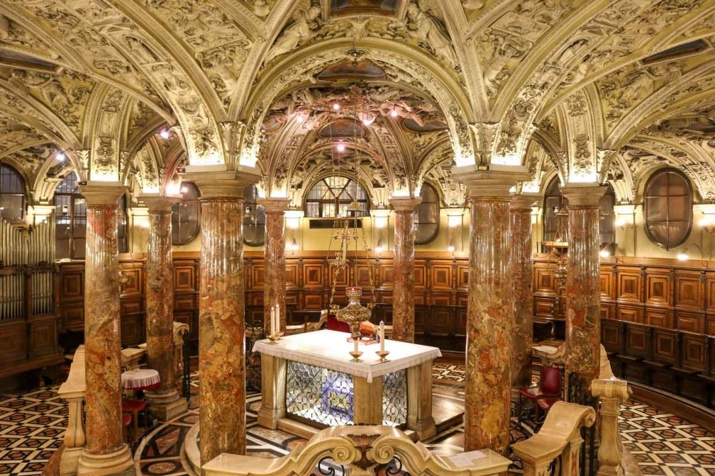 Миланский кафедральный склеп  Милан за один день Как посетить Милан за один день? milan cathedral crypt