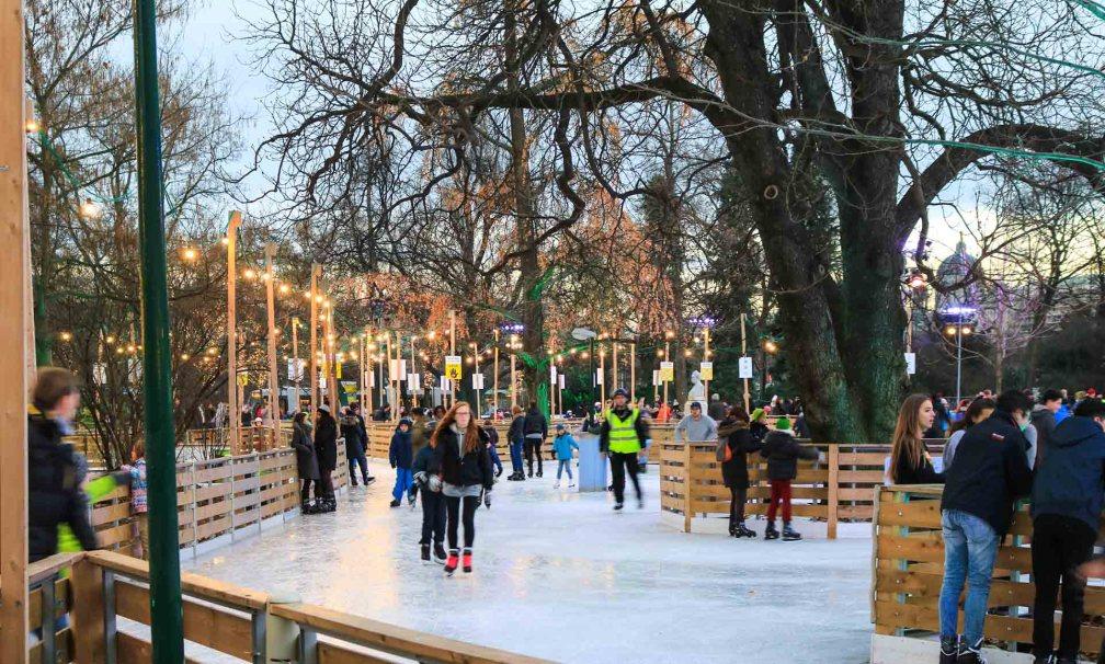 каток Ратхаус рождественские рынки в Вене Лучшие рождественские рынки в Вене vienna rathaus ice rink