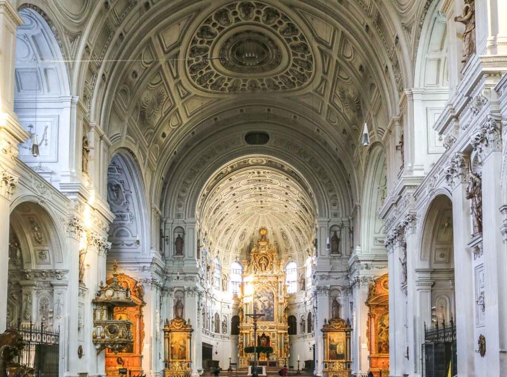 Михайловская церковь Идеальный Мюнхенский маршрут Идеальный Мюнхенский маршрут munich michaels church