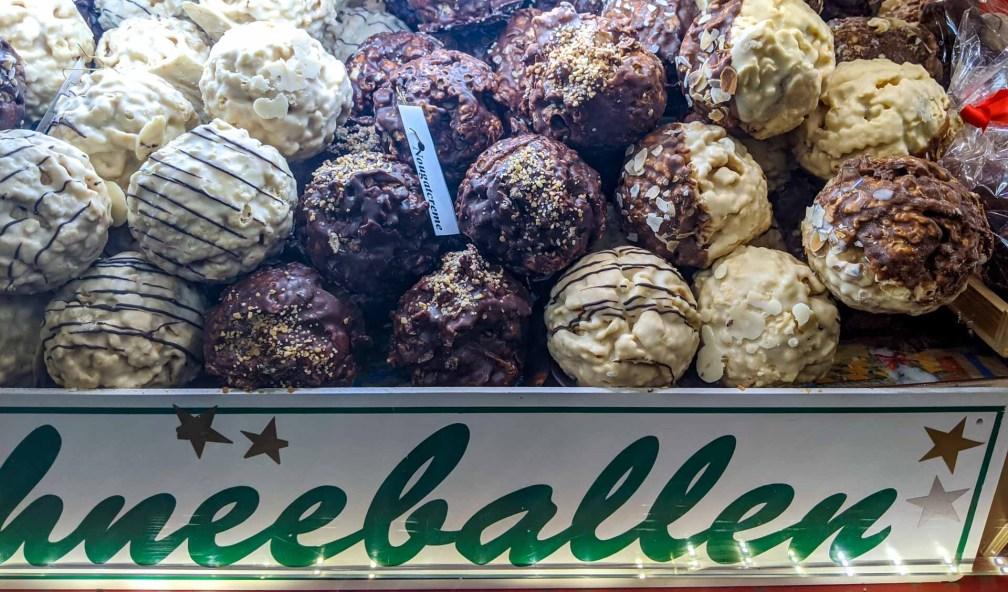 Schneebälle Лучшие рождественские рынки в Мюнхене Лучшие рождественские рынки в Мюнхене (путеводитель по 2020 году) schneeballe