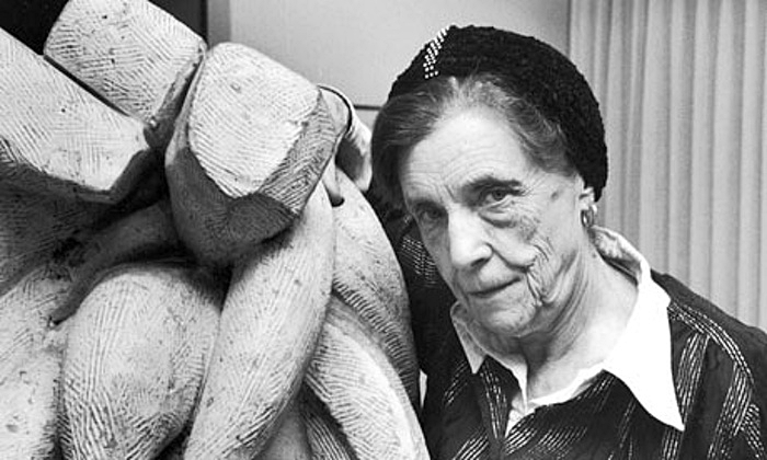 Louise-Bourgeois-with-Bar-004