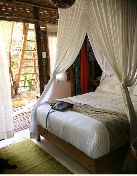 beach-hut-inside