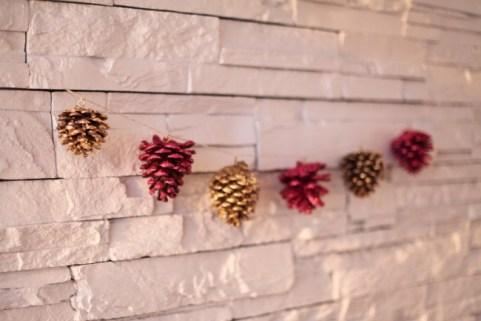 5233760-650-1450249926-pine-cone-garland-2