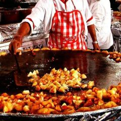 Enjoy the mouth Relishing food on the Streets of Delhi