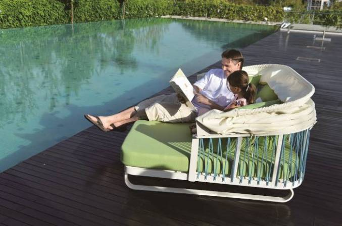 5 Things to Consider Before Purchasing Commercial Outdoor Furniture