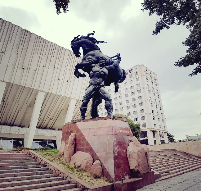 Kojomkul monument sports palace Kirgizië Bishkek