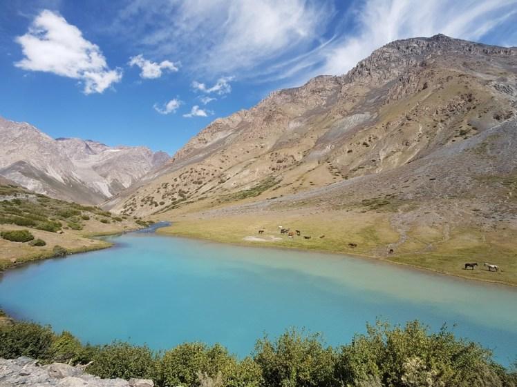 Kirgizië bergen kamperen bergmeer