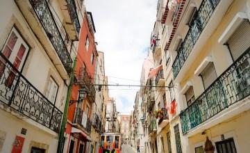 Tram 28 wijk Alfama Lissabon Portugal