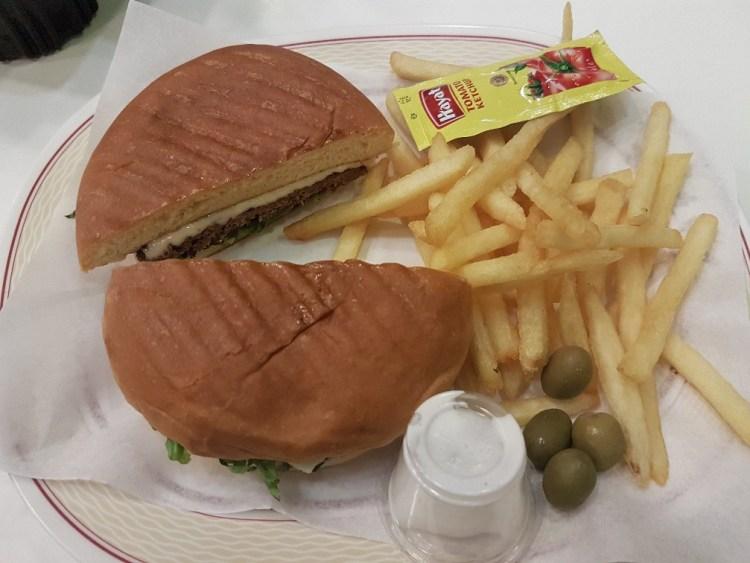 kameelburger fastfood oman Muscat