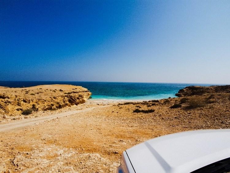 Kamperen kustlijn Oman prive strand Sur