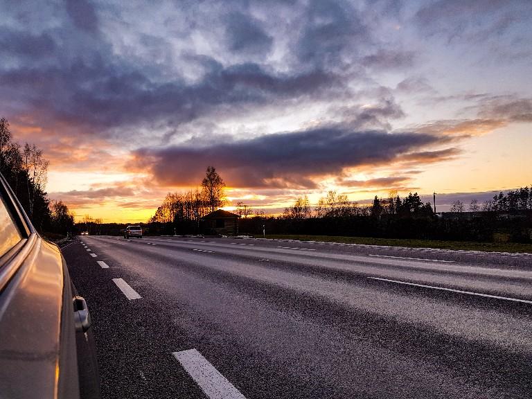 Zonsondergang grens Estland Letland