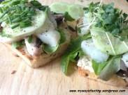 Toast with hummus and salt herring fillet. Kanapka z hummusem i śledziem