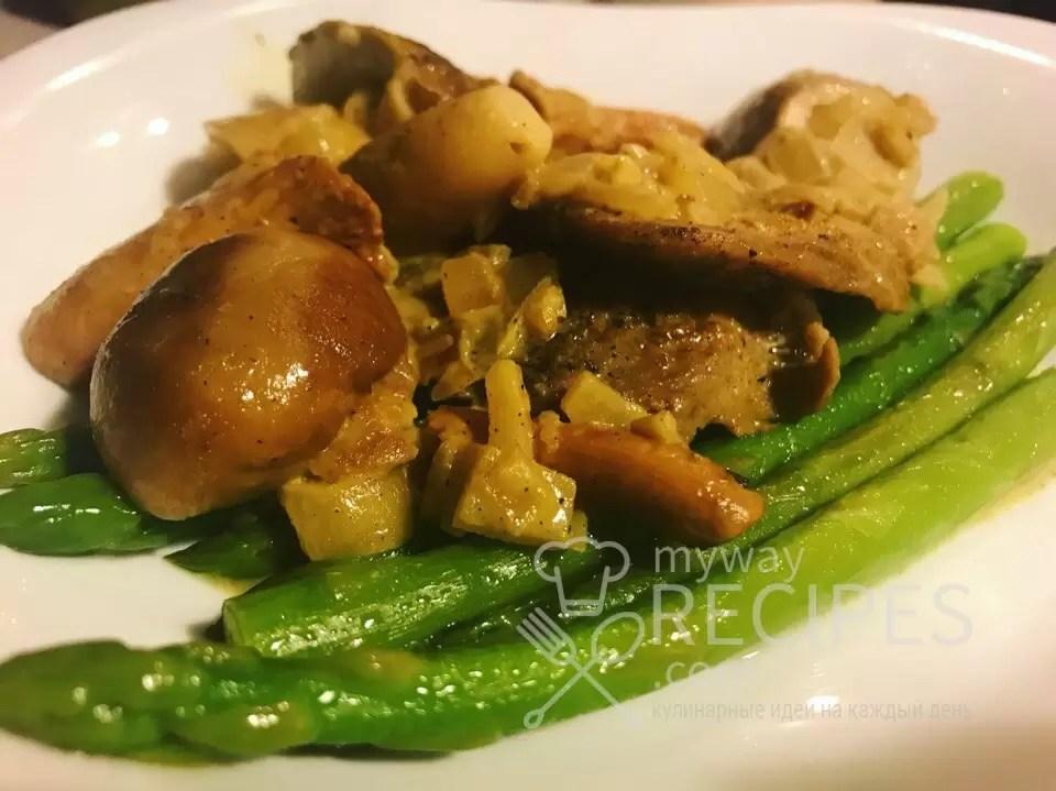 свиная вырезка с кремовым соусом из боровиков