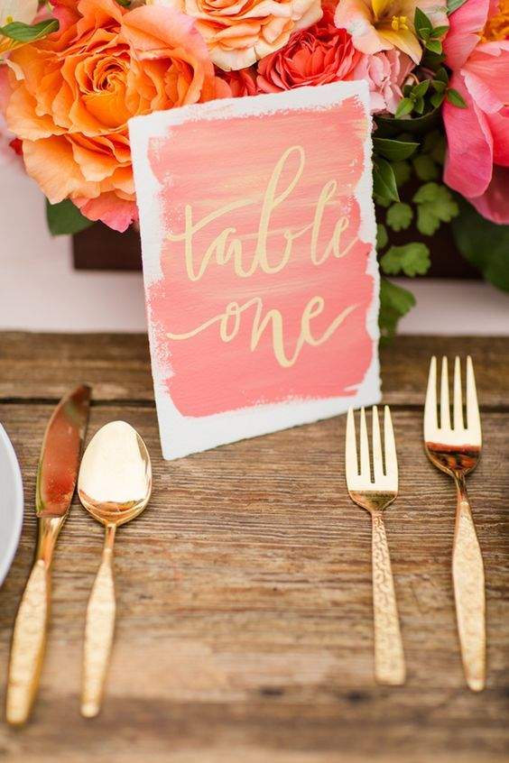 decoración de mesa para boda en color living coral pantone 2019