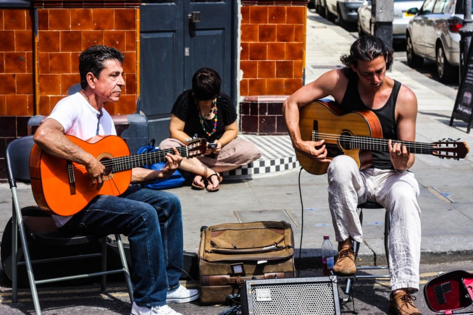 Street performers at the Portobello Road market