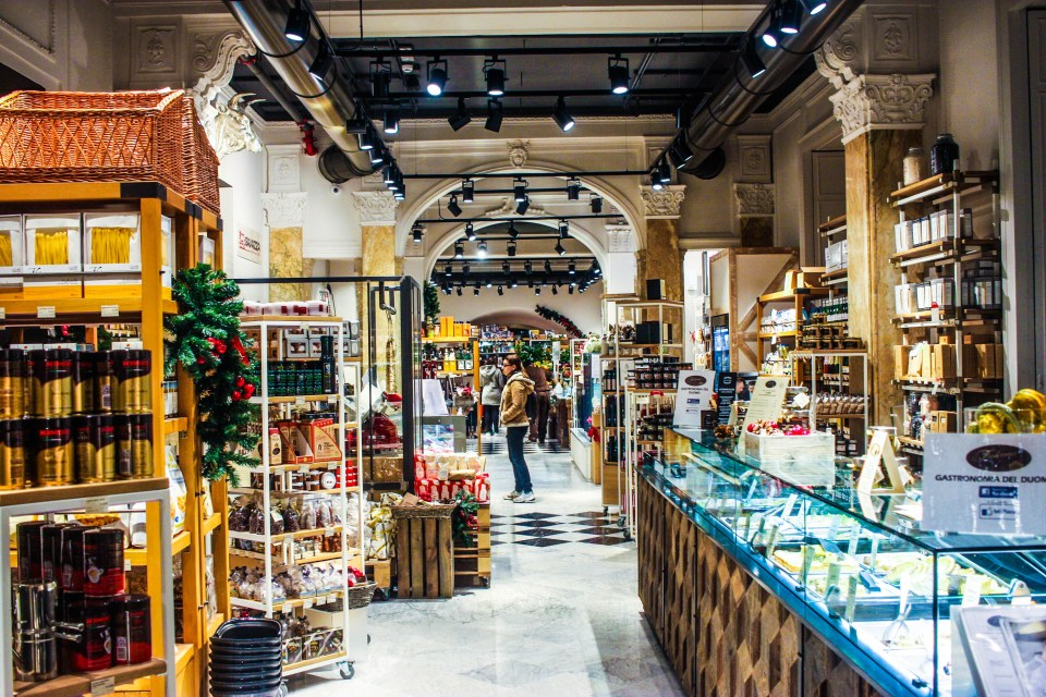A peek into the Mercato del Duomo in Milan central