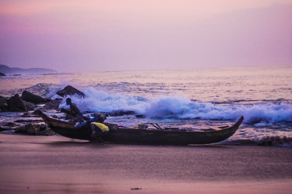 Backpacking from Accra to Cape Coast: Dawn at the beach