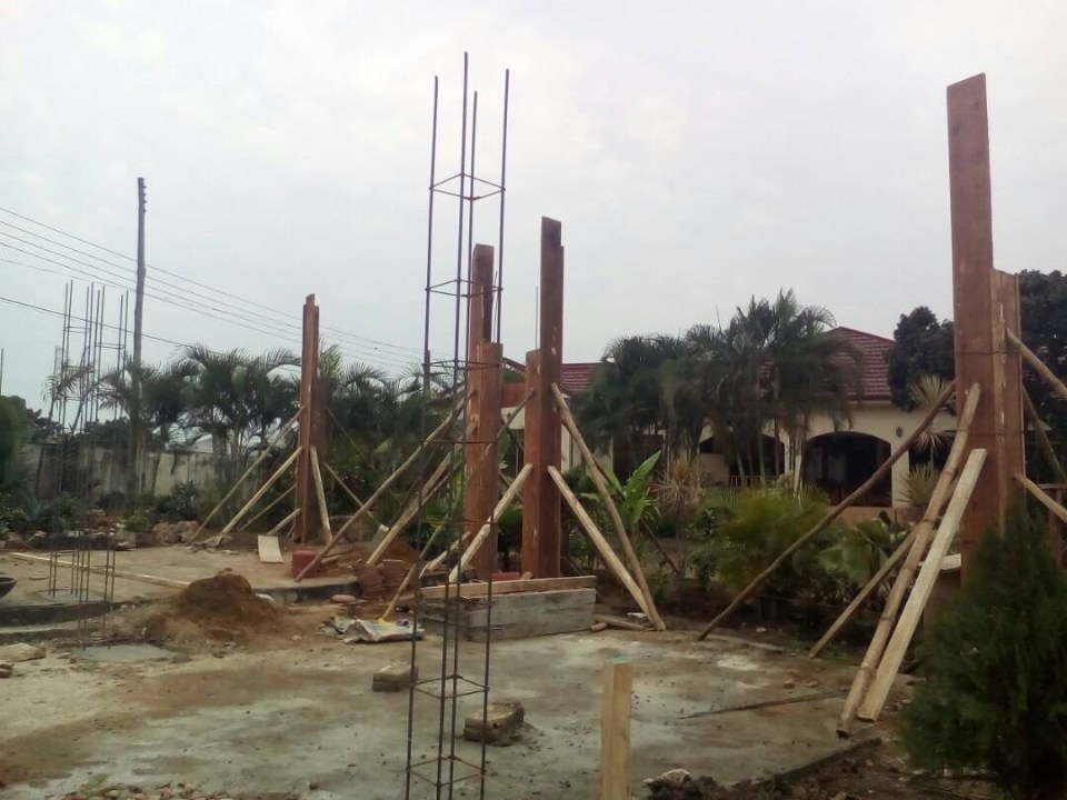 MyWeku Restaurant: Putting in place the concrete structure for the covered pergola