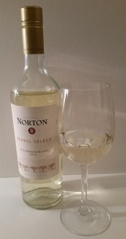 Bodega Norton Barrel Select Sauvignon Blanc 2016 and glass of wine