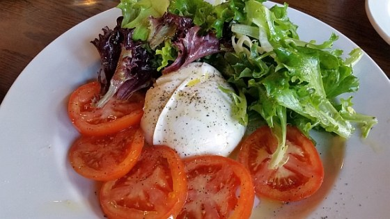 Fresh Caprese salad at Mangia e Scappa