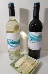 Evolve Cellars Pinot Gris 2018 and Shiraz 2016 with Cheddar, Brie and Gouda cheese pairings