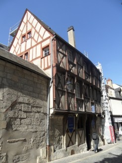 1. Bourges (61)
