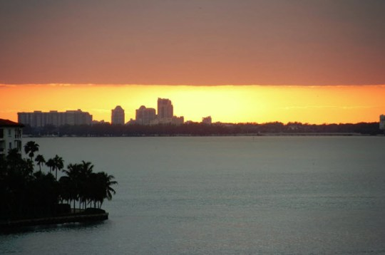 Sunset at Nassau – Atlantas aquatic zoo and resort in background
