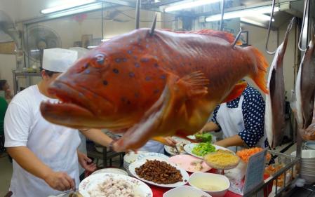 Juwelenbarsch in Bangkok Reissuppe Meeresfrüchte Fisch Hot Toi