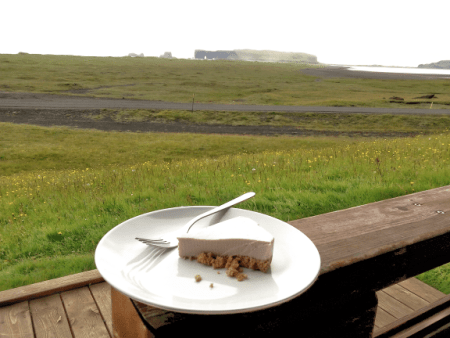 Isländischer Kuchen mit Sky zubereitet, einem isländischen Milchprodukt