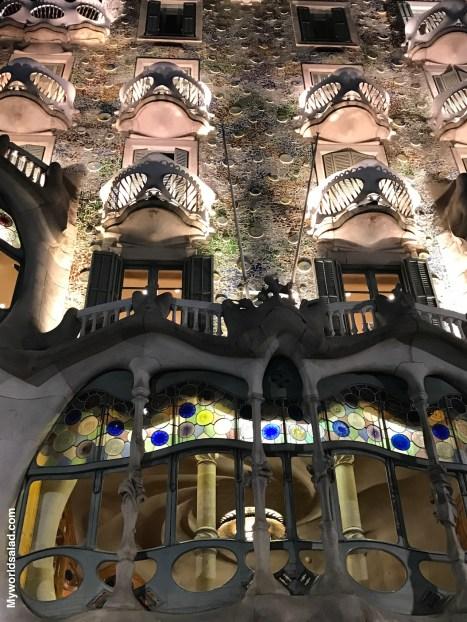 Die fantastische Fassade der Casa Batlló von Antoni Gaudí, Passeig de Gràcia.