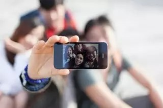 "TAKING ""SELFIE"" CAN CAUSE EPILEPSY – EXPERT 1"
