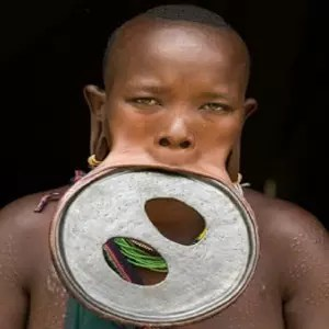 MEET THE ETHIOPIAN TRIBES THAT BELIEVES LIP PLATE DETERMINES YOUR BEAUTY 1