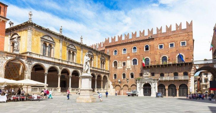 Audio guide OLD TOWN VERONA - Piazza Dei Signori (EN) | MyWoWo