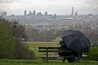 rainy-day-a-rainy-day-in-london-31160794-500-333