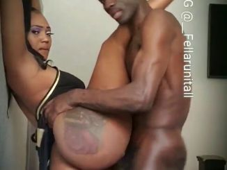 Big Butt woman Gives Her Pussy In Amazing Style