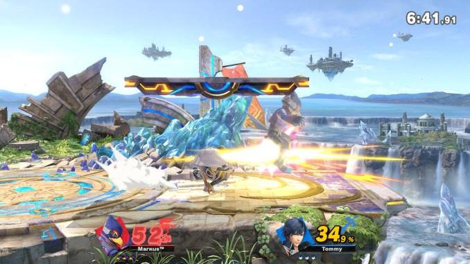 Das Foto zeigt, wie Chrom Falco mit seinem Dancing Blade in den Hinter sticht.
